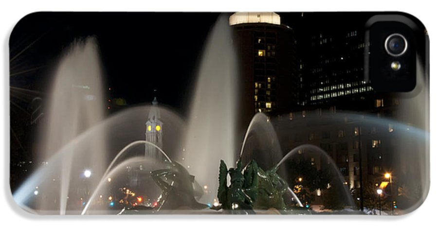 Night View Of Swann Fountain IPhone 5 Case featuring the photograph Night View Of Swann Fountain by Bill Cannon
