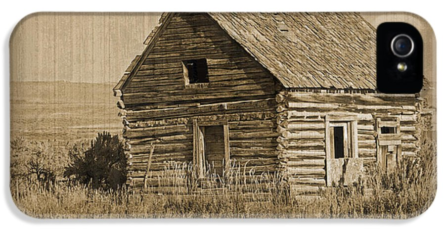 Fine Art IPhone 5 Case featuring the photograph Old Hunting Cabin - Wyoming by Donna Greene