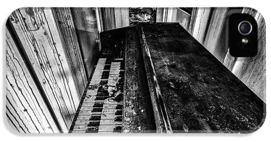 Piano IPhone 5 Case featuring the photograph Old Piano Organ by John Farnan