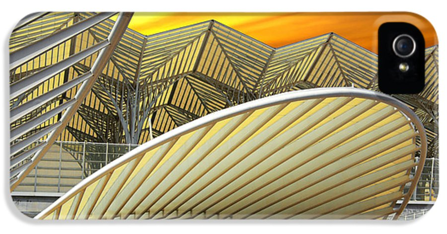 Abstract IPhone 5 Case featuring the photograph Oriente Station by Carlos Caetano