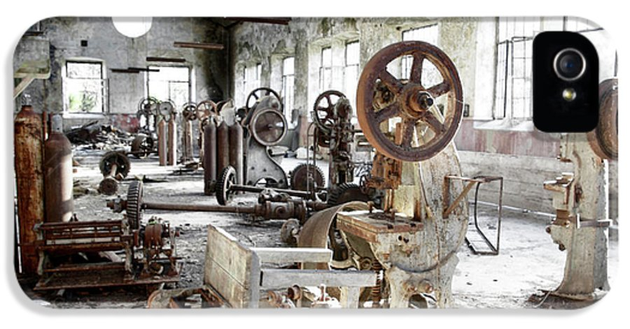 Abandoned IPhone 5 Case featuring the photograph Rusty Machinery by Carlos Caetano