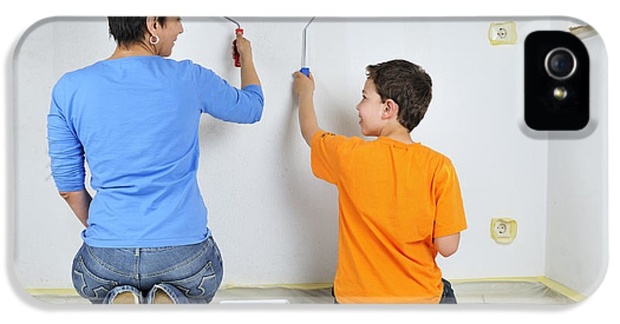 Boy IPhone 5 Case featuring the photograph Teamwork - Mother And Son Painting Wall by Matthias Hauser