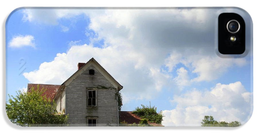 Haunted Houses IPhone 5 / 5s Case featuring the photograph The House On The Hill by Karen Wiles