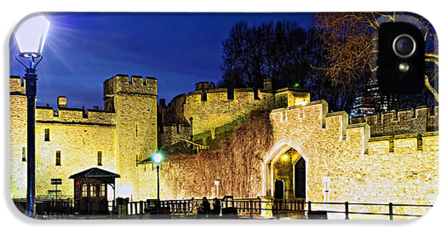 Tower IPhone 5 Case featuring the photograph Tower Of London Walls At Night by Elena Elisseeva
