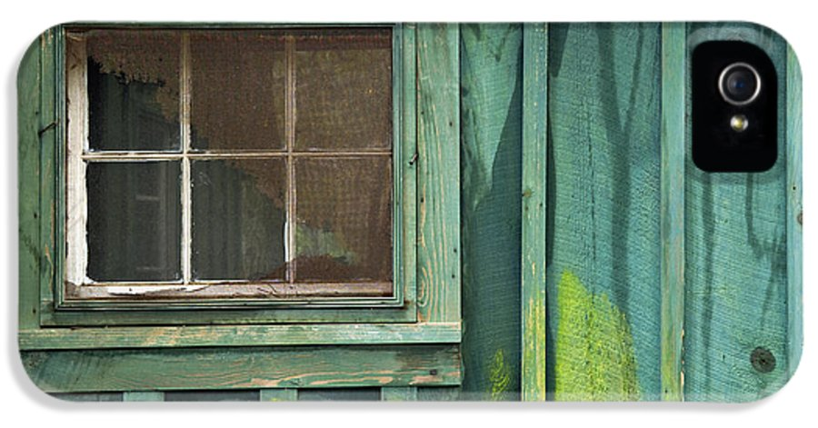 Cabin IPhone 5 Case featuring the photograph Window To The Past - D007898 by Daniel Dempster
