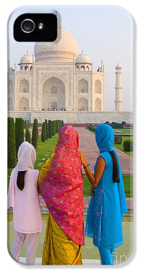 Agra IPhone 5 / 5s Case featuring the photograph Hindu Women At The Taj Mahal by Bill Bachmann - Printscapes