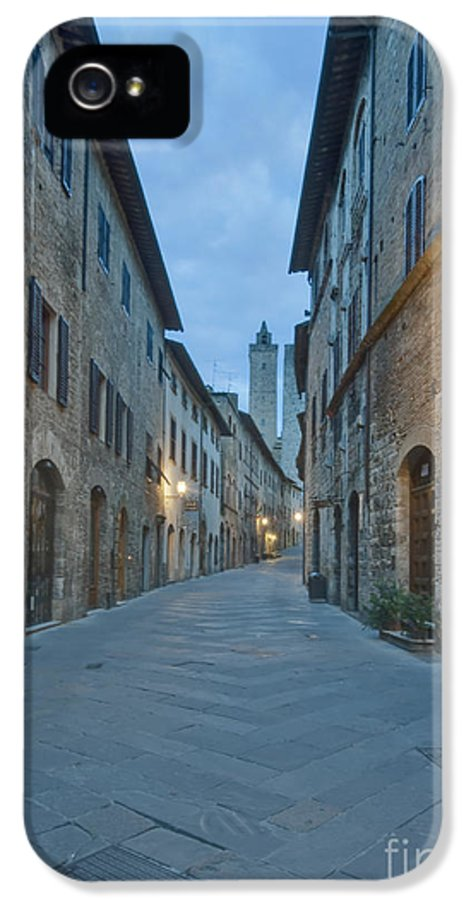 Alley IPhone 5 Case featuring the photograph Medieval Street by Rob Tilley