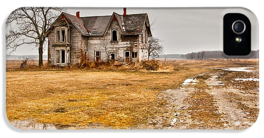 Abandoned IPhone 5 Case featuring the photograph Abandoned Farm House by Cale Best