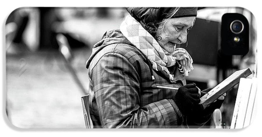 Artiste Paris IPhone 5 Case featuring the photograph Artiste Paris by John Rizzuto