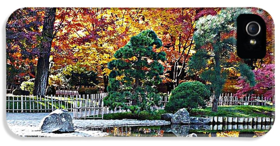 Autumn IPhone 5 Case featuring the photograph Autumn Glow In Manito Park by Carol Groenen