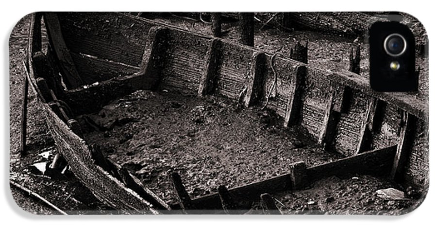 Abandon IPhone 5 Case featuring the photograph Boat Remains by Carlos Caetano