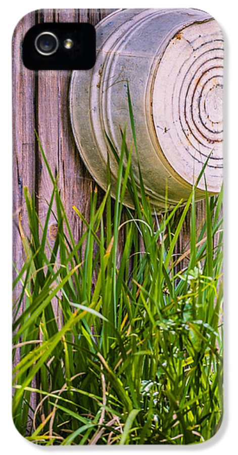 Washtub IPhone 5 Case featuring the photograph Country Bath Tub by Carolyn Marshall
