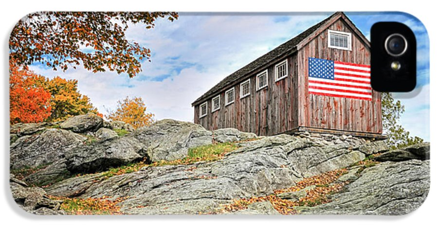Vintage IPhone 5 Case featuring the photograph Display Of Colors - Roxbury Barn by Thomas Schoeller