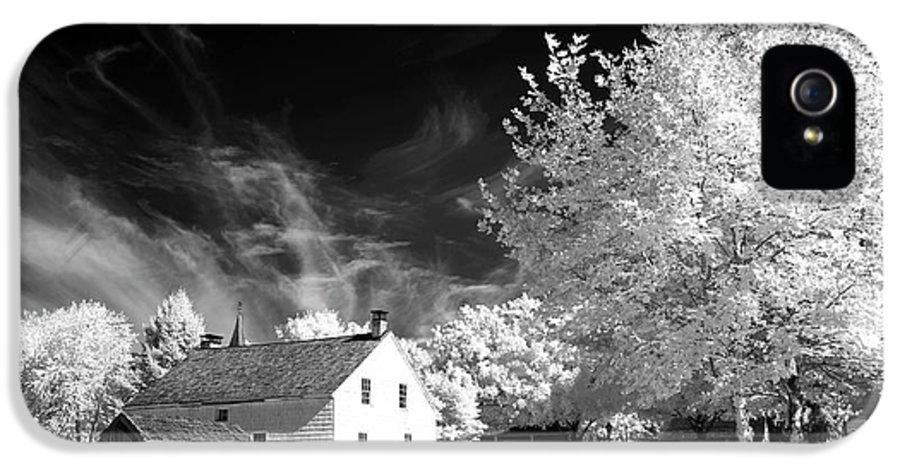 East Jersey Olde Towne Village IPhone 5 Case featuring the photograph East Jersey Olde Towne Village by John Rizzuto