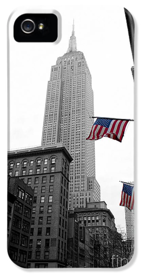 Manhattan IPhone 5 Case featuring the photograph Empire State Building In The Mist by John Farnan