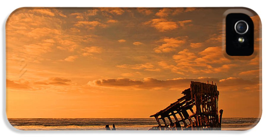 Peter Iredale IPhone 5 Case featuring the photograph Final Resting Place by Dan Mihai