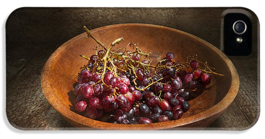 Chef IPhone 5 Case featuring the photograph Food - Grapes - A Bowl Of Grapes by Mike Savad