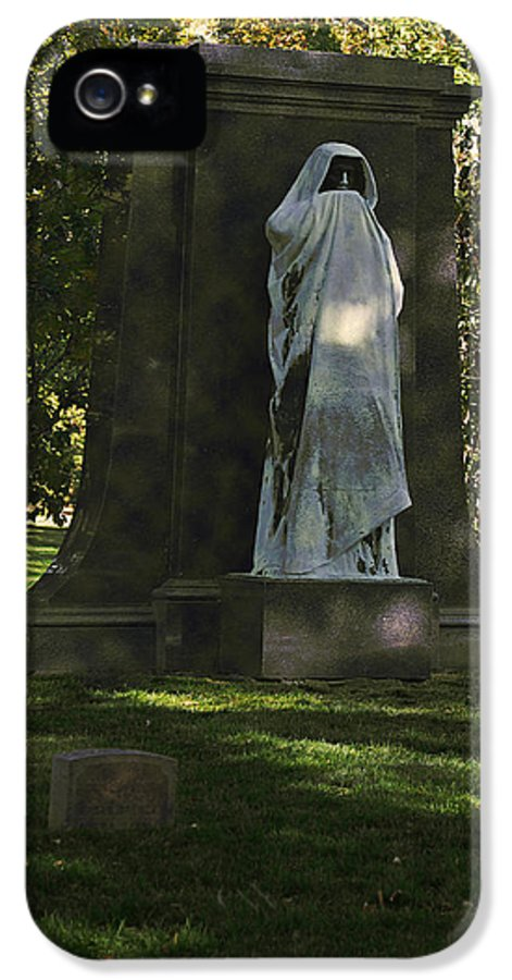 Graveyard IPhone 5 Case featuring the photograph Graceland Chicago - The Place Where The Spirits Roam by Christine Till