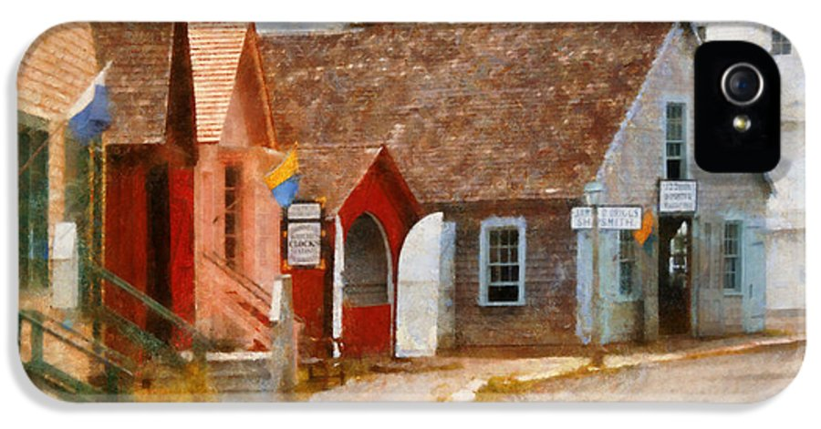 Suburbanscenes IPhone 5 Case featuring the photograph Houses - Maritime Village by Mike Savad