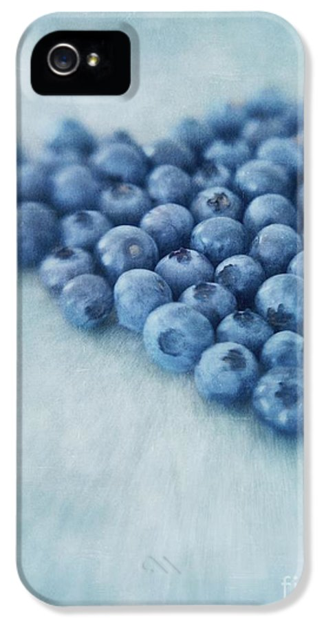 Blueberry IPhone 5 / 5s Case featuring the photograph I Love Blueberries by Priska Wettstein