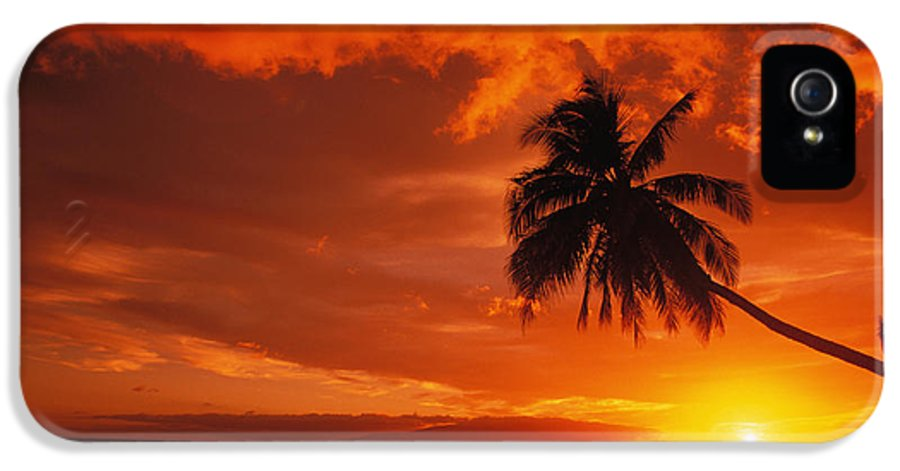 Beautiful IPhone 5 / 5s Case featuring the photograph Maui, A Beautiful Sunset by Ron Dahlquist - Printscapes