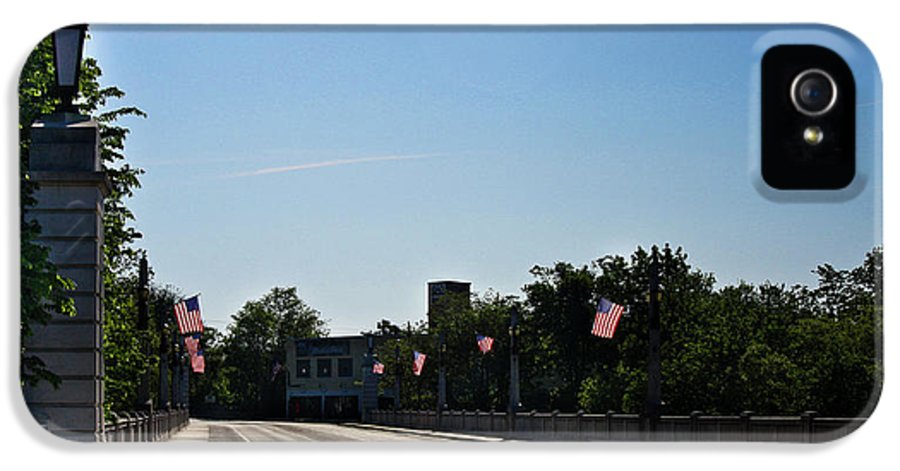 Memorial IPhone 5 Case featuring the photograph Memorial Avenue Bridge Roanoke Virginia by Teresa Mucha