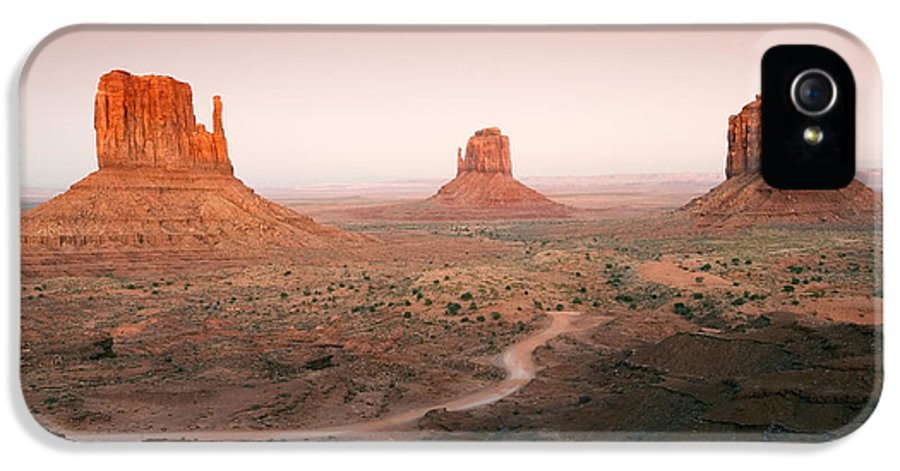 Dusk IPhone 5 Case featuring the photograph Monument Dusk by Mike Dawson