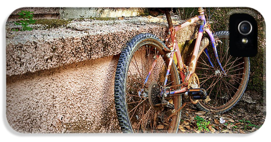 Bicycle IPhone 5 / 5s Case featuring the photograph Old Bycicle by Carlos Caetano