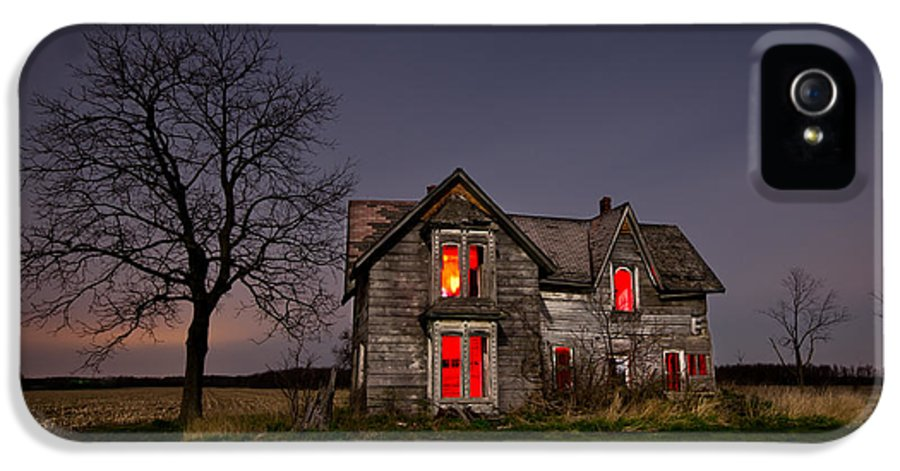 Abandoned IPhone 5 Case featuring the photograph Old Farm House by Cale Best