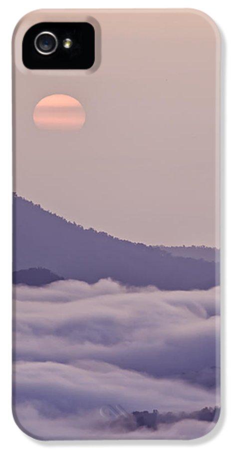Blue Ridge Parkway IPhone 5 Case featuring the photograph Oriental Blue Ridge Sunrise by Rob Travis