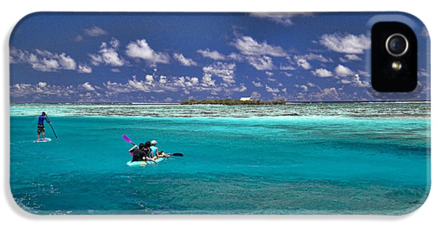Moorea IPhone 5 Case featuring the photograph Paddling In Moorea by David Smith