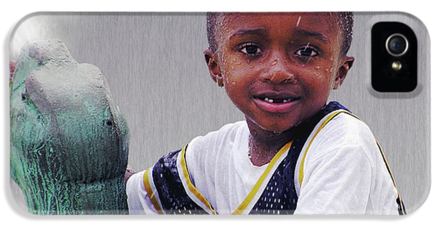 2d IPhone 5 Case featuring the photograph Philly Fountain Kid by Brian Wallace
