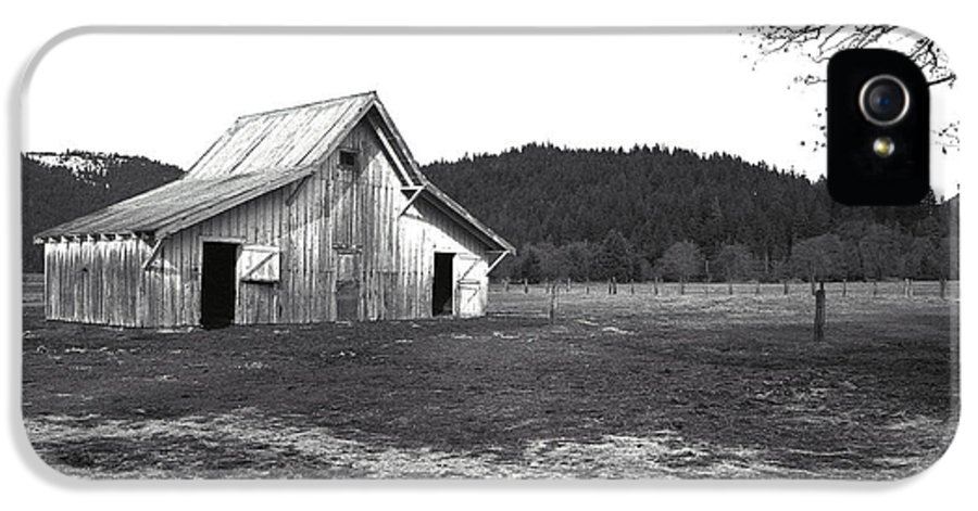 Barns IPhone 5 Case featuring the photograph Shasta Barn by Kathy Yates
