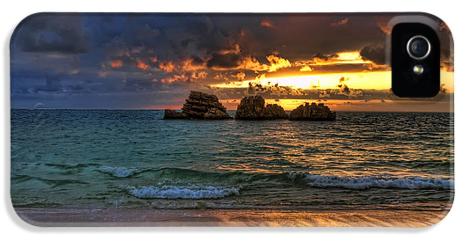 Sunset IPhone 5 / 5s Case featuring the photograph Sundown by Ryan Wyckoff