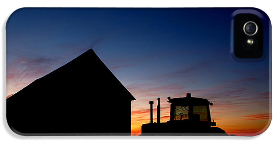 Barn IPhone 5 Case featuring the photograph Sunset On The Farm by Cale Best