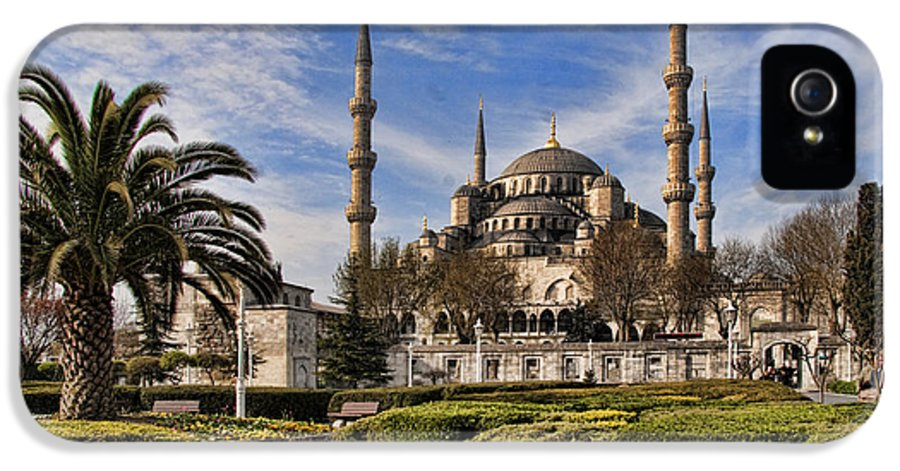 Turkey IPhone 5 Case featuring the photograph The Blue Mosque In Istanbul Turkey by David Smith