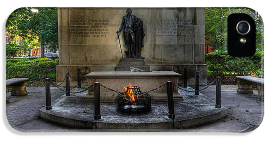 Lee Dos Santos IPhone 5 / 5s Case featuring the photograph Tomb Of The Unknown Revolutionary War Soldier - George Washington by Lee Dos Santos