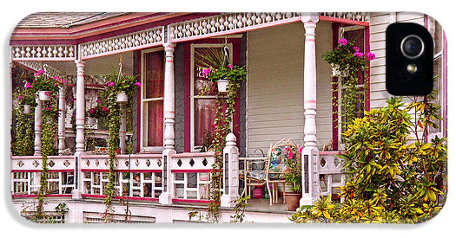 House IPhone 5 Case featuring the photograph Victorian - Belvidere Nj - The Beauty Of Spring by Mike Savad