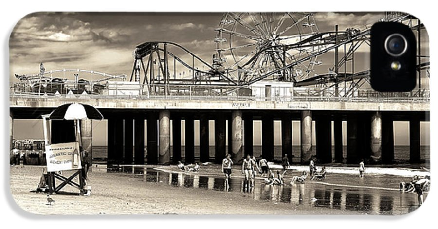 Vintage Steel Pier IPhone 5 Case featuring the photograph Vintage Steel Pier by John Rizzuto