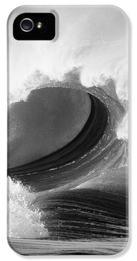 65-pfs0065 IPhone 5 Case featuring the photograph Waimea Bay Wave - Bw by Vince Cavataio - Printscapes