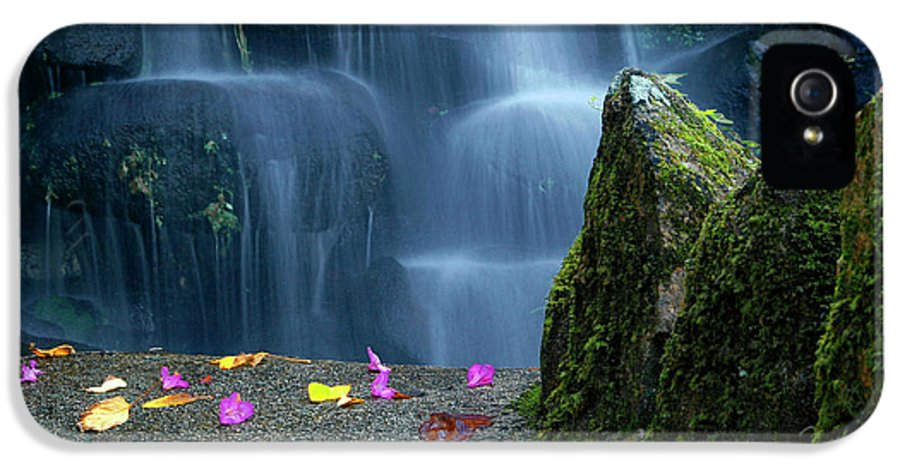 Autumn IPhone 5 Case featuring the photograph Waterfall02 by Carlos Caetano