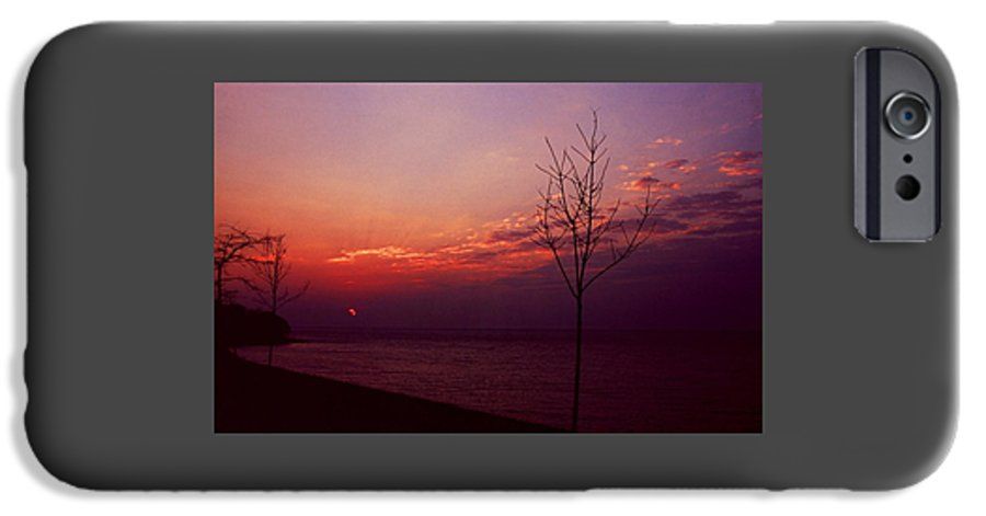 Sunset IPhone 6 Case featuring the photograph 112601-20 by Mike Davis