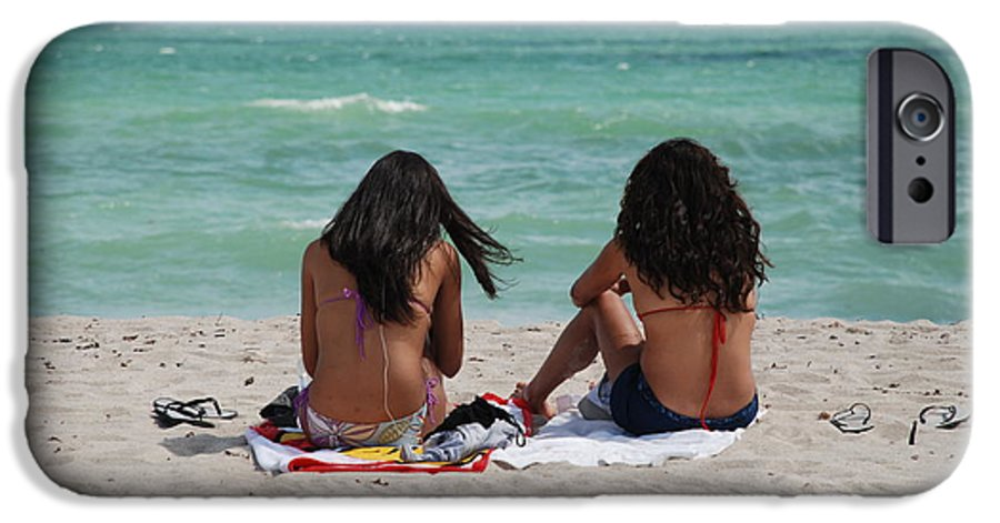 Women IPhone 6 Case featuring the photograph Beauties On The Beach by Rob Hans