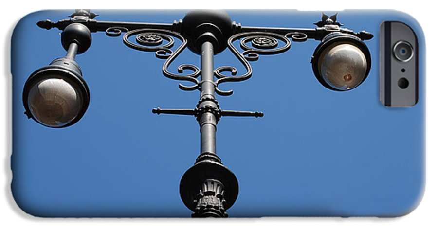 Lamppost IPhone 6 Case featuring the photograph Old Lamppost by Rob Hans