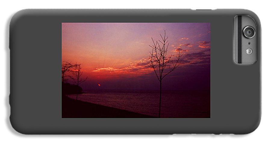 Sunset IPhone 6 Plus Case featuring the photograph 112601-20 by Mike Davis