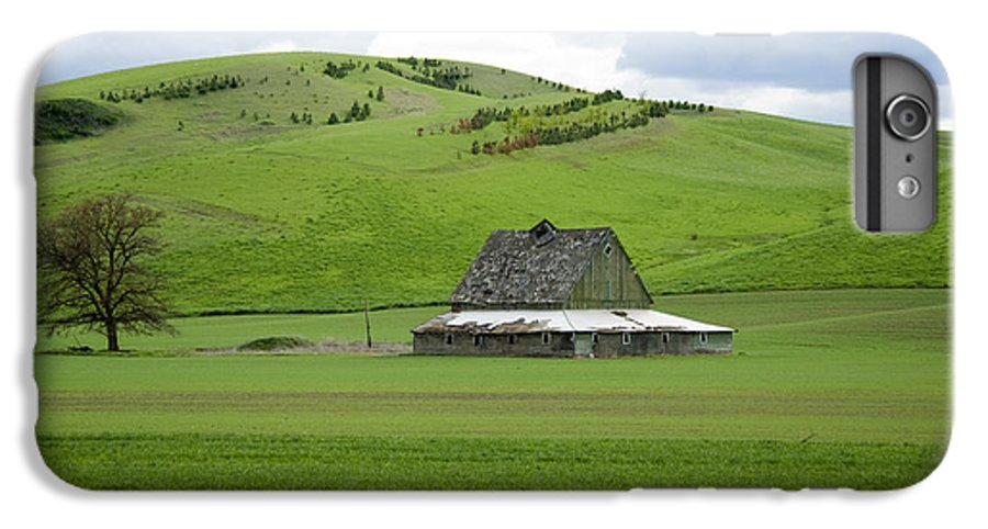 Palouse IPhone 6 Plus Case featuring the photograph Palouse Old Barn by Louise Magno