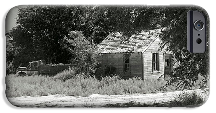 Farm IPhone 6s Case featuring the photograph Farm House On The Eastern Plains by Margaret Fortunato