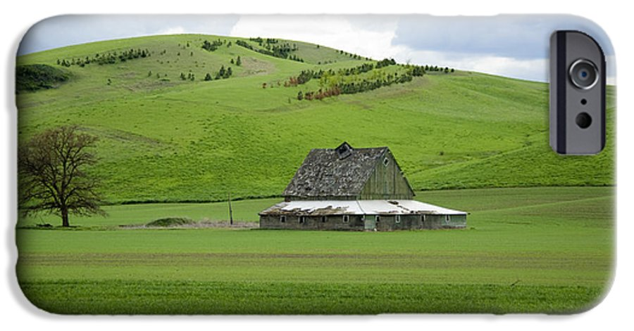 Palouse IPhone 6s Case featuring the photograph Palouse Old Barn by Louise Magno
