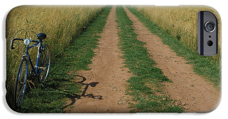 Dirt IPhone 6s Case featuring the photograph The Road To Home by Carl Purcell