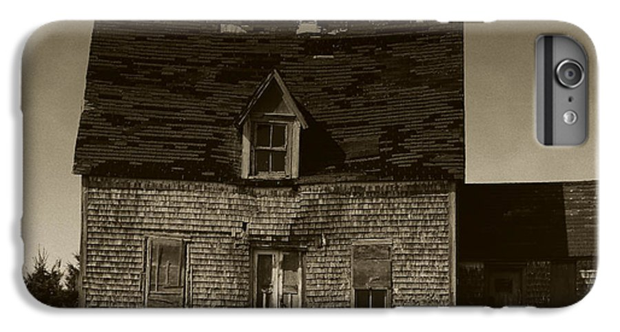 Old House IPhone 6s Plus Case featuring the photograph Dark Day On Lonely Street by RC DeWinter